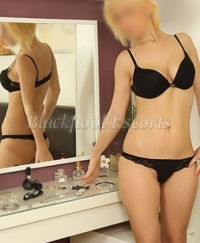 AMINA	 Female escorts United Kingdom