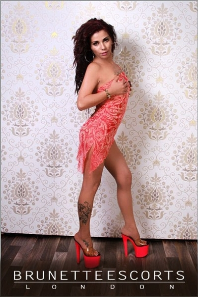 Zara Playful Brunette Escort Female escorts United Kingdom